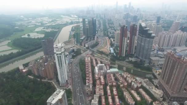 Panorama letecký pohled Šen-čen, Čína pod smokey počasí