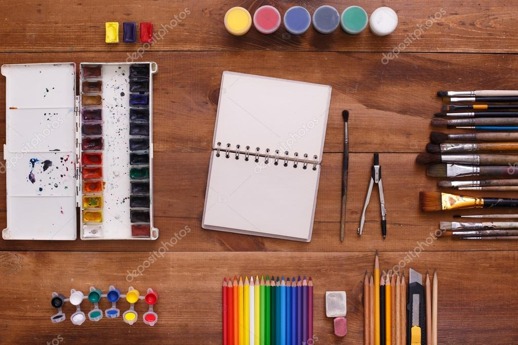 Concepteur de lieu de travail bureau artiste peintre