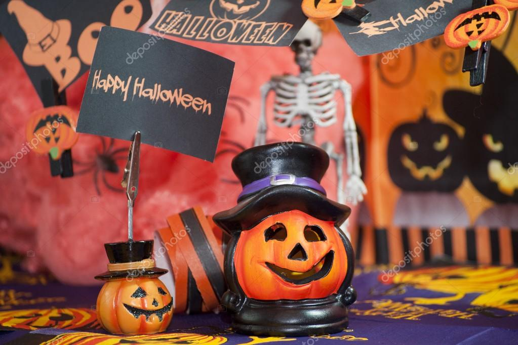 Hallo Halloween Decoraties : Halloween pompoen met sommige decoratie u stockfoto distasi