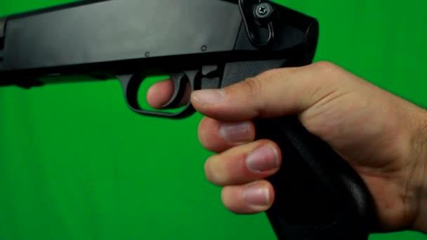 Sörétes puska lövés háromszor