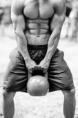 CrossFit sportovec s konvicí zvonek
