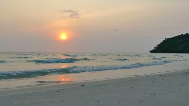 Západ slunce na pláž a moře