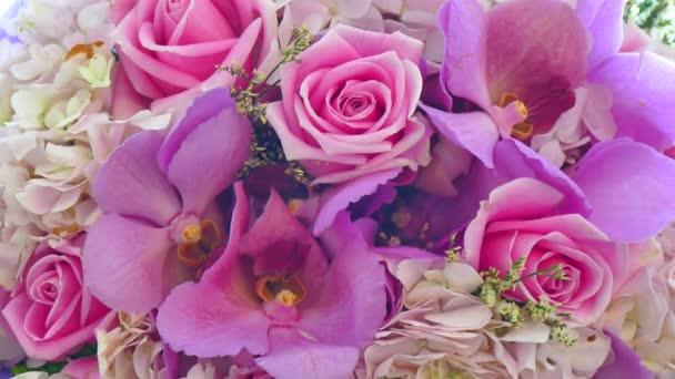 Kytice s krásnými květinami