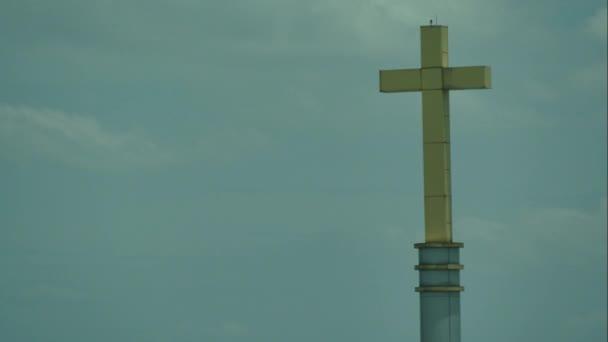 mraky na obloze s kříž