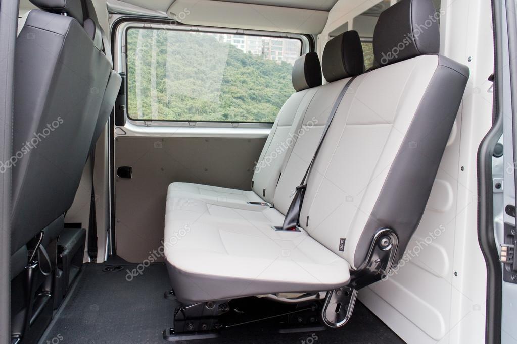 Volkswagen Transporter 2016 Innenraum — Redaktionelles Stockfoto ...