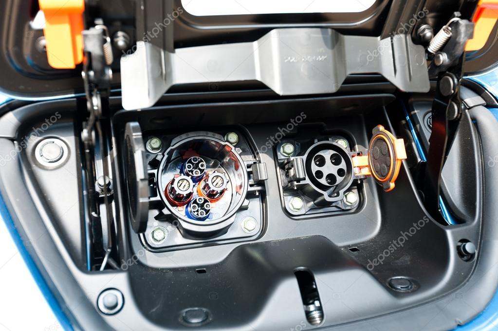Stekker Voor Elektrische En Hybride Auto Opladen Redactionele