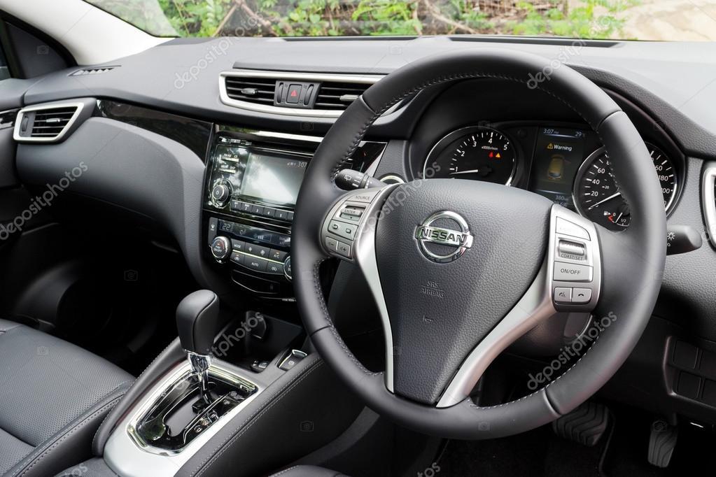 Nissan Qashqai innen 2014-Modell — Redaktionelles Stockfoto ...