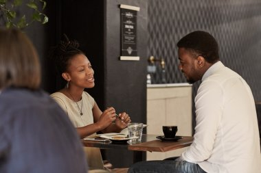 couple chatting over coffee on date