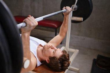 man lifting up weights