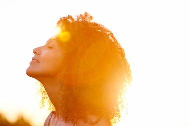 woman silhoutte against evening sun