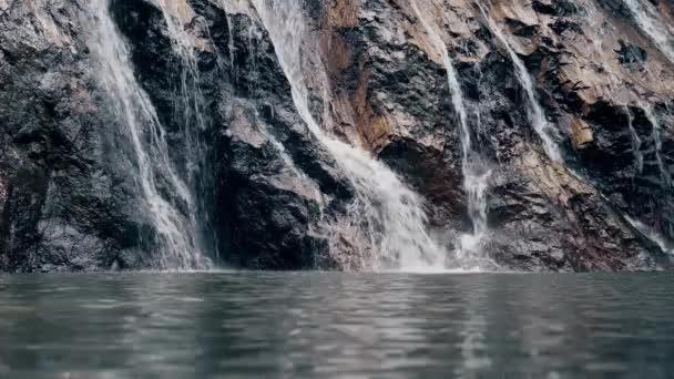 Vodopád za letního rána
