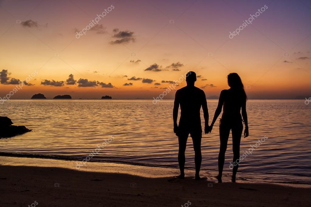Manos Agarradas En La Playa