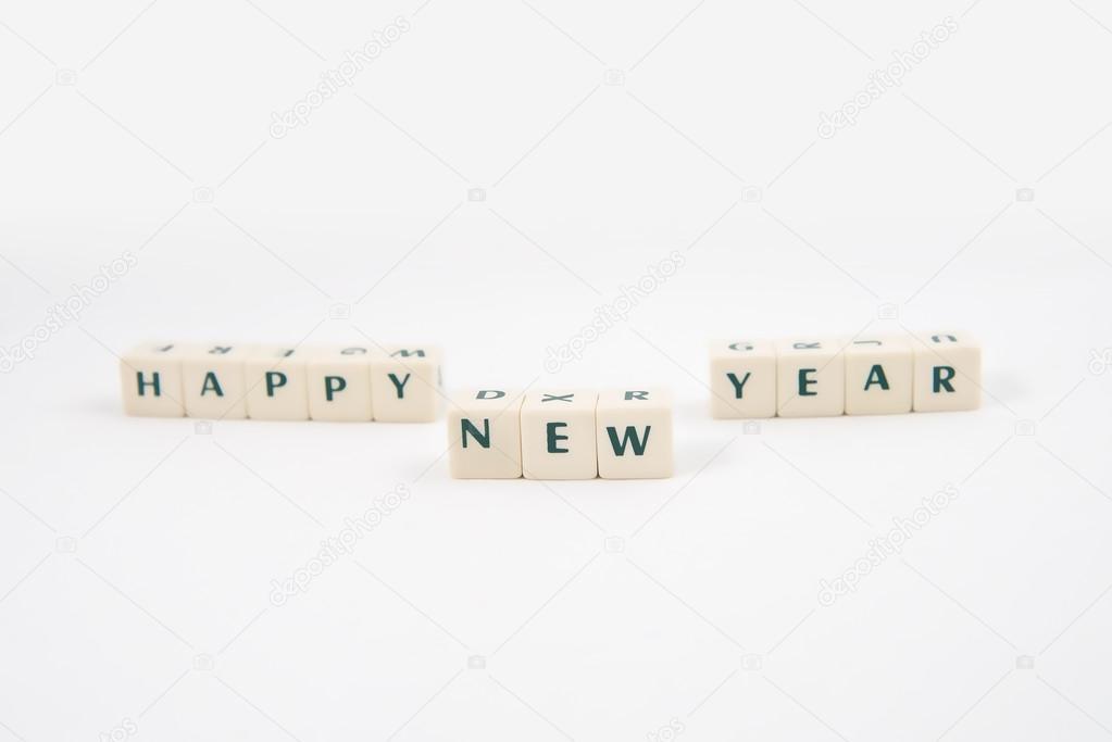 Glückliches neues Jahr weißen Würfel Text und Teddybär auf weißem ...