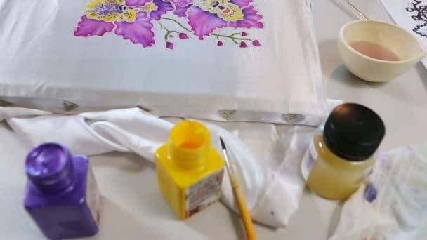 Batikolt folyamat: Művész festékek, szövet, Batik-gyártás