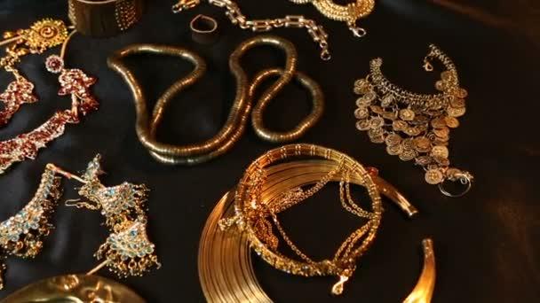 Poklad, svatební šperky Set krásných orientálních zlata (indické, arabské, africké, egyptské)