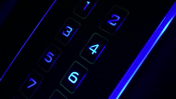 stiskněte tlačítko heslo na zabezpečení systému