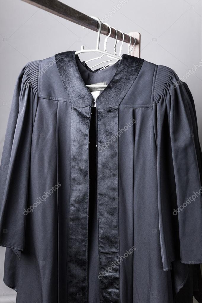 vestidos de graduación negro — Foto de stock © cpoungpeth #116279784