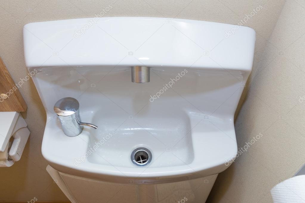 Lavabo Per Bagno Piccolo.Lavabo Bagno Piccolo Compatto Stile Giapponese Foto Stock
