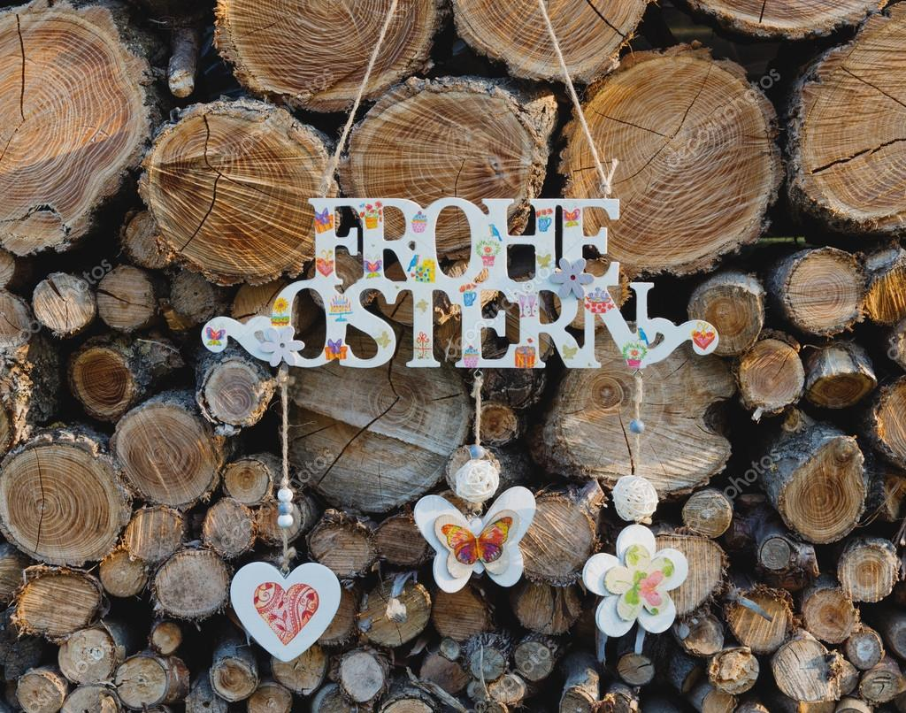Wiszące Uzyskanie Wielkanocne Po Niemiecku Przed Drewno