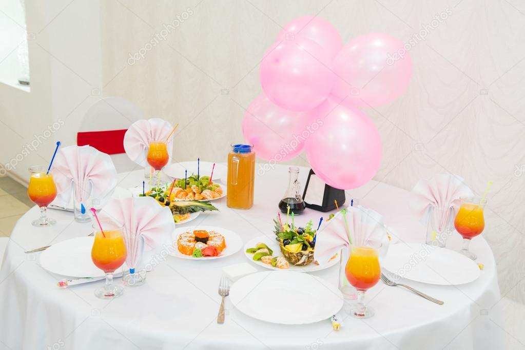 Tavolo Compleanno Bambina : Tabella del dessert con la caramella il compleanno di bambini