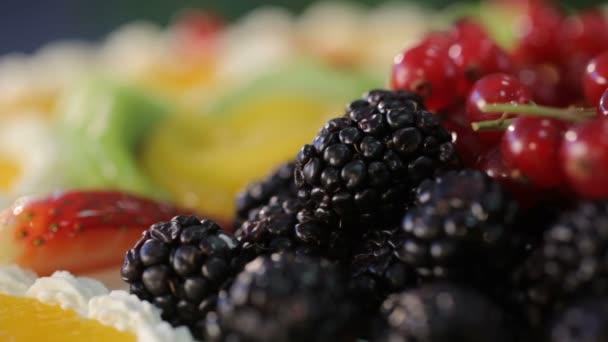 dort s ovocem a