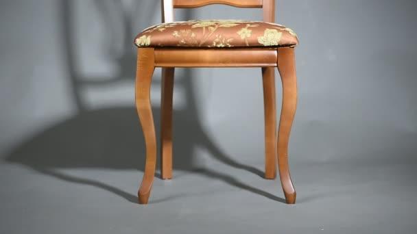 Dřevěné židle a křesla stín