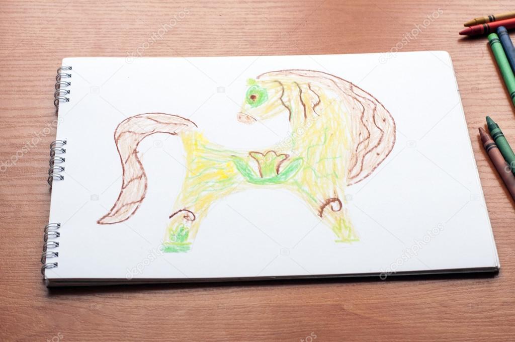 Niño dibujando - caballo de color — Foto de stock © plysuikvv.gmail ...