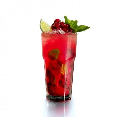 mojito in a glass with cranberries