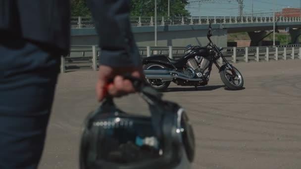 Motorkář dostane na motorce