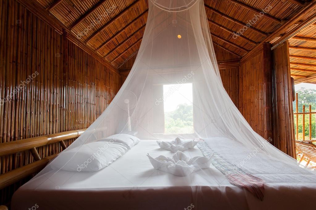Slaapkamer Landelijke Stijl : Landelijke stijl slaapkamer met hemelbed bamboe ingericht zeer