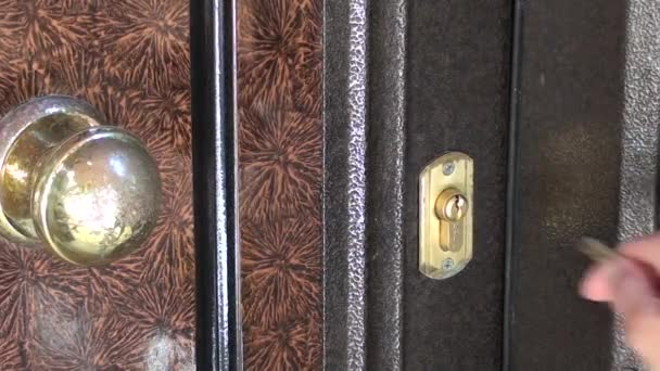 Openning a door lock with keys