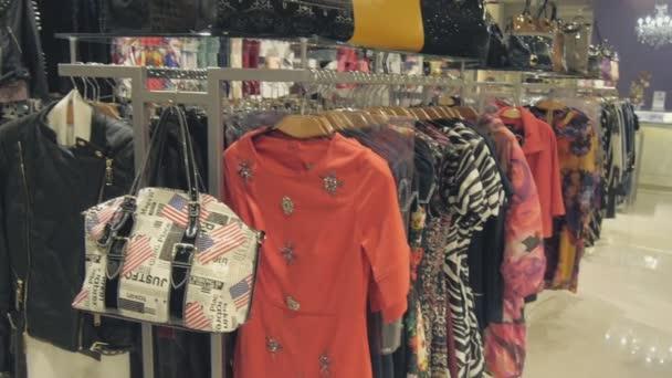 Oblečení na věšáky na oblečení Shop