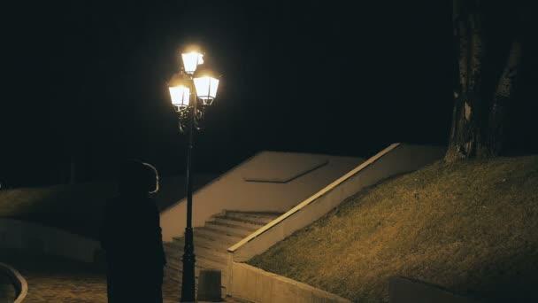 Sama chůze ve tmě