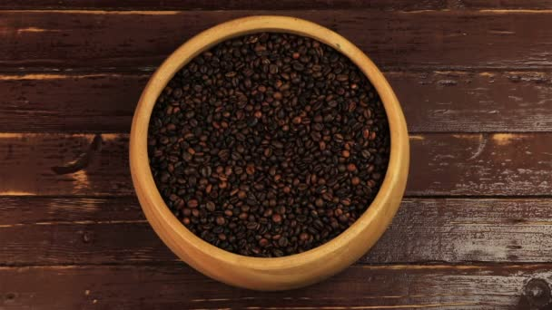 Kávová zrna lopatka Dřevěná deska na hnědý dřevěný stůl