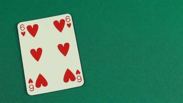 Člověk odhalí své karty, má postupku v barvě