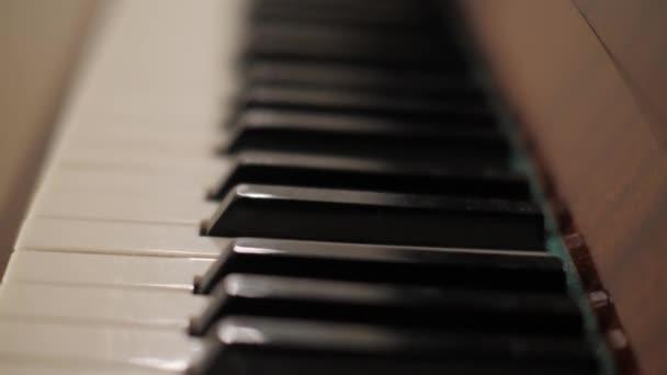 Tasten-Tastatur des klassischen Musikinstruments Klavier mit schwarzen und weißen Tasten Art Entertainment