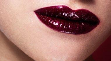 female red shiny lips