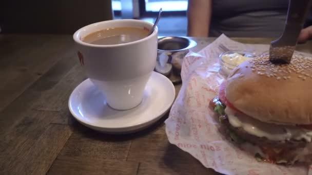 Oběd Hamburger rychlé občerstvení a káva Panorama