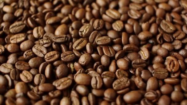 Rotace aromatických pražených kávových zrn