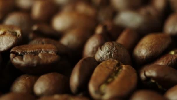 Makro rotace aromatických pražených kávových zrn