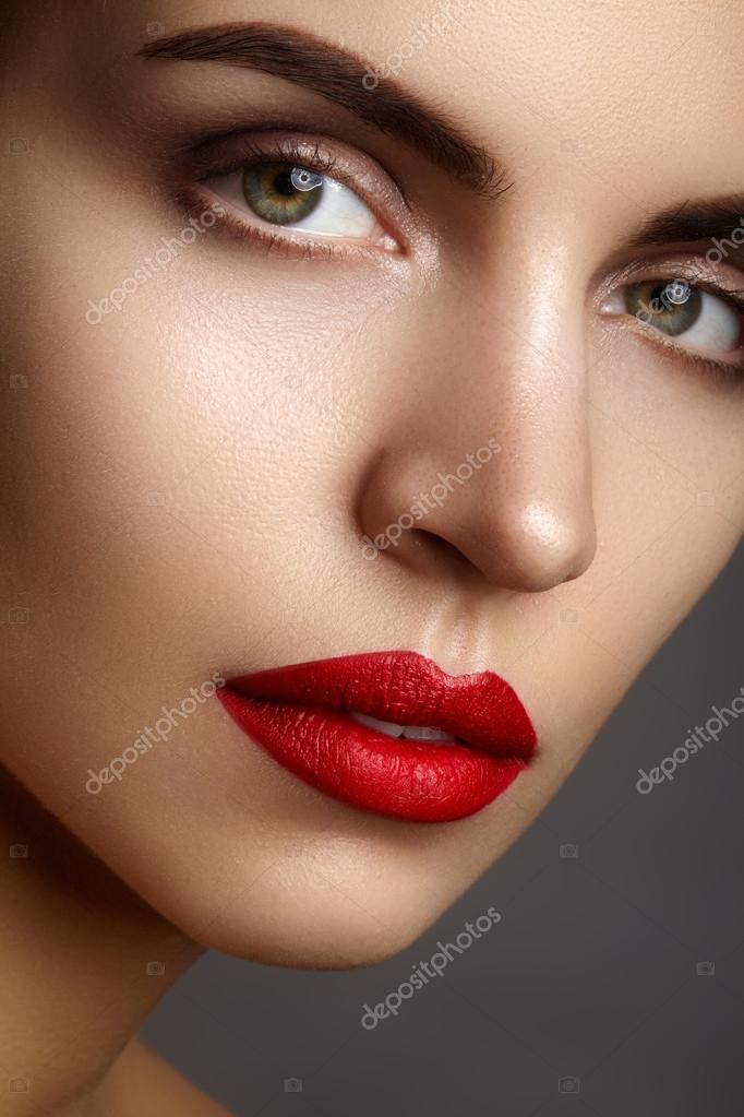 Favori Beau modèle avec du maquillage de mode. Gros plan portrait sexy  YJ93
