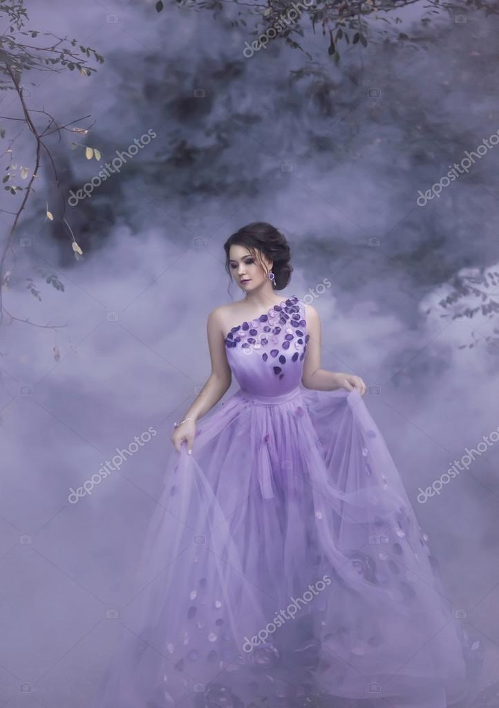 chica hermosa en un vestido morado — Foto de stock © liqwer20.gmail ...