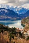 Fotografie Alpen und Seen in einem Sommertag in Deutschland. Entnommen aus dem Hügel neben Schloss Neuschwanstein