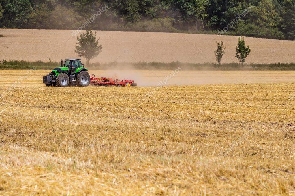 Красивыми, прикольные картинки трактор в поле