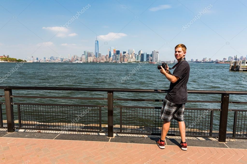 A man taking photos of the Manhattan skyline