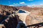 Staudamm und Seemetall