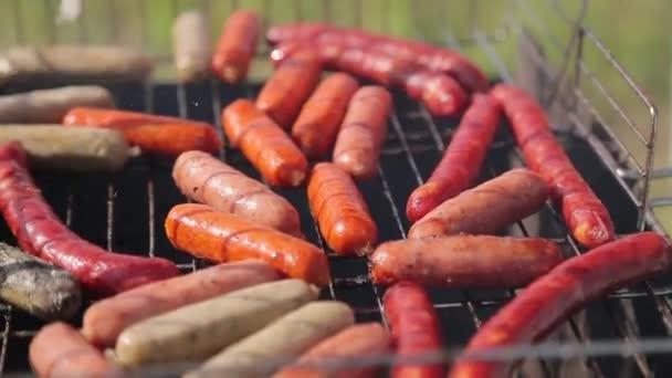 Hot dogot és sült kolbász
