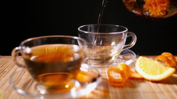 Lití, kvetoucí čaj se skořicí a oranžové 2 4 k