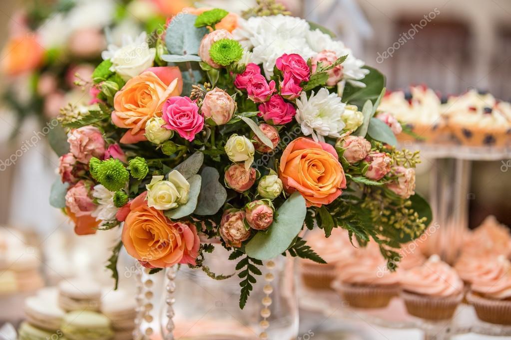 3e38369ef188 Στολισμοί Γάμου με λουλούδια — Φωτογραφία Αρχείου © Scharfsinn ...