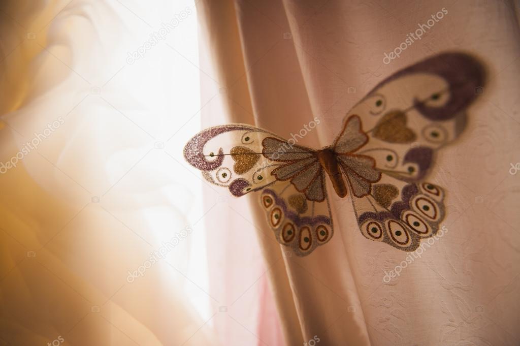 kunstmatige vlinder op gordijnen close-up — Stockfoto © rubanok.i.ua ...